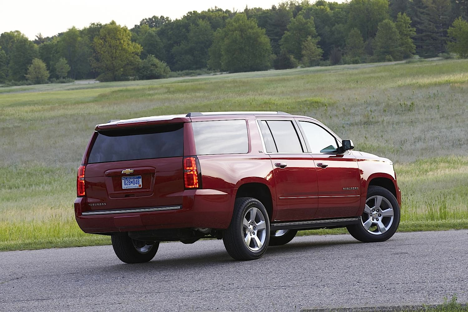 is the 2015 chevrolet suburban the unsung hero of family. Black Bedroom Furniture Sets. Home Design Ideas