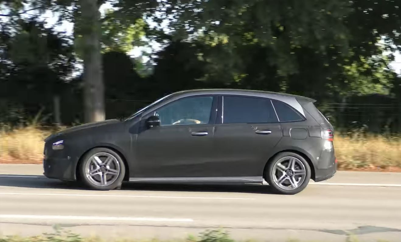 2019 mercedes b class with low suspension and body kit. Black Bedroom Furniture Sets. Home Design Ideas