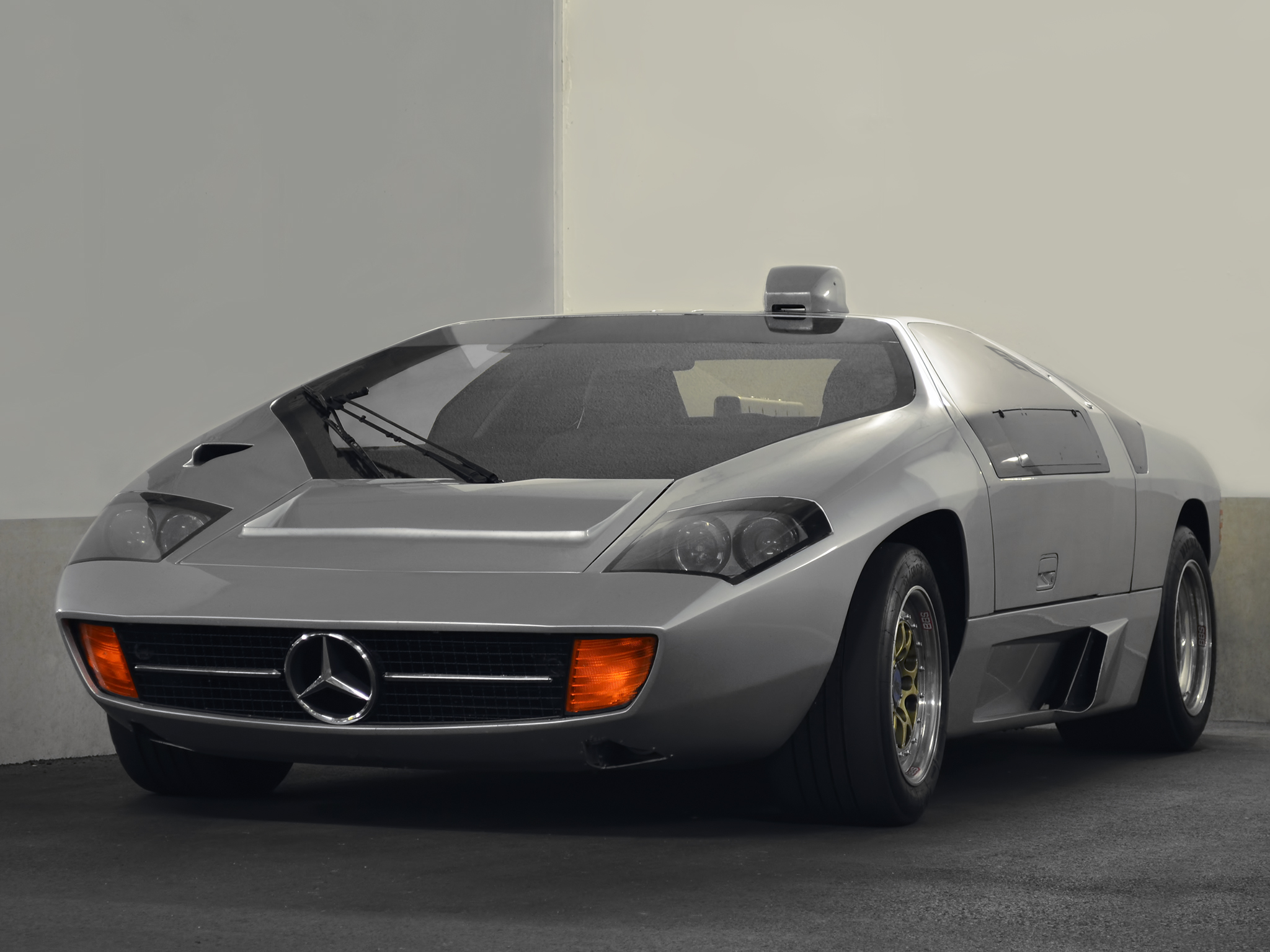 mercedes powered isdera imperator 108i powerslides around. Black Bedroom Furniture Sets. Home Design Ideas