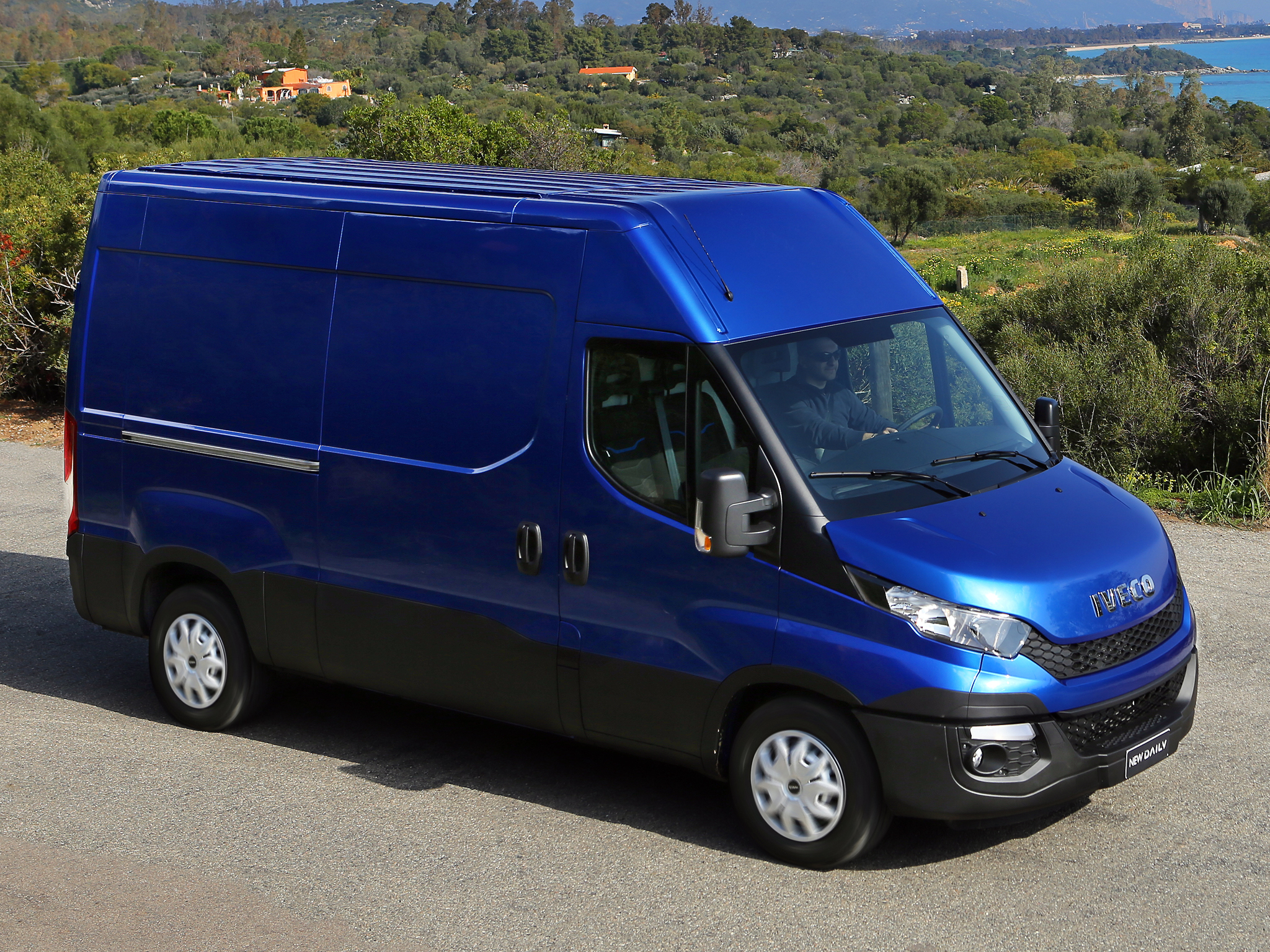 2014 - [Iveco] Daily - Page 3 Iveco-reveals-the-new-daily-for-2014-say-it-s-80-redesigned-photo-gallery_26