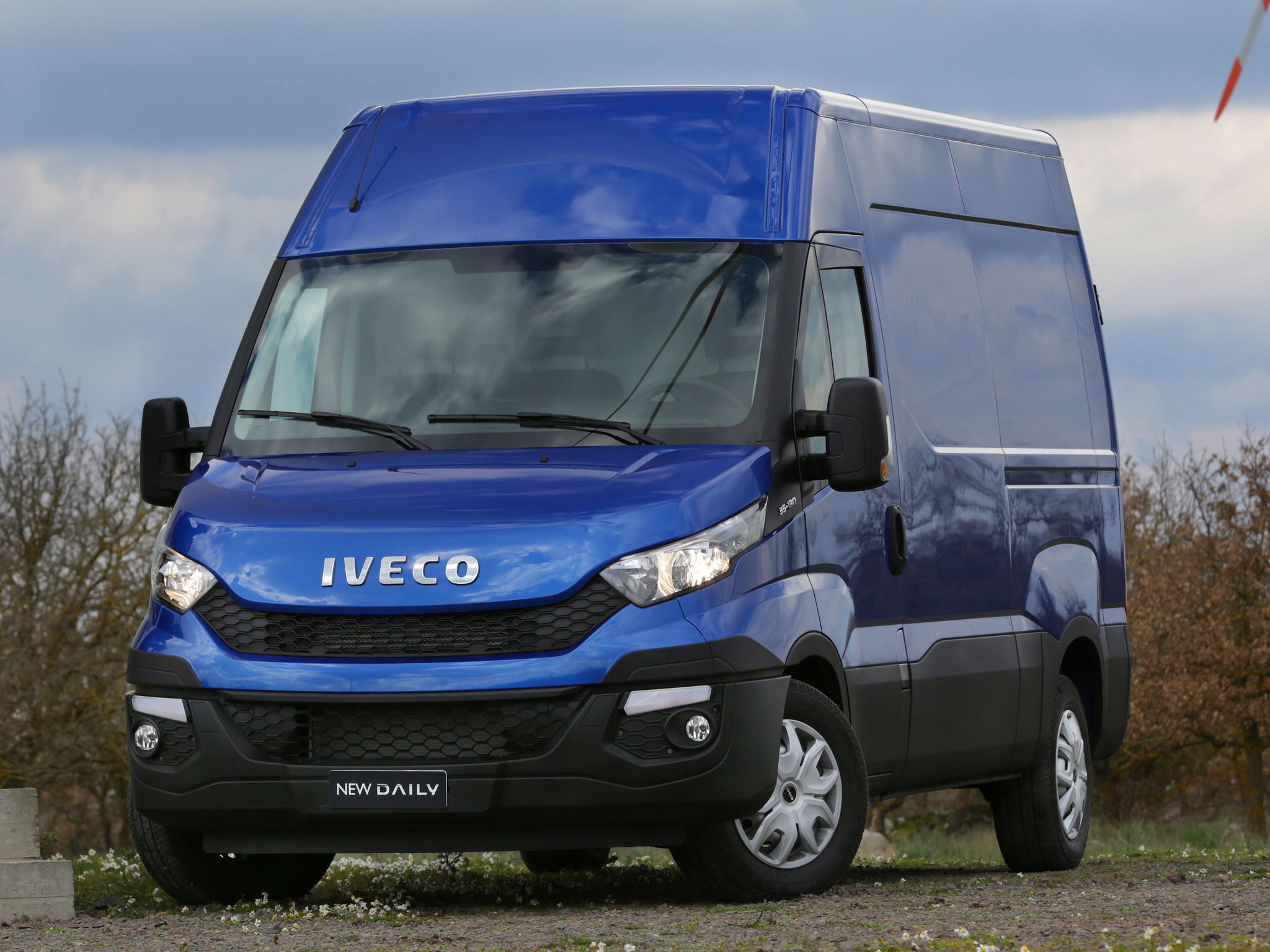 Iveco reveals the new daily for 2014 say it 39 s 80 redesigned autoevolution