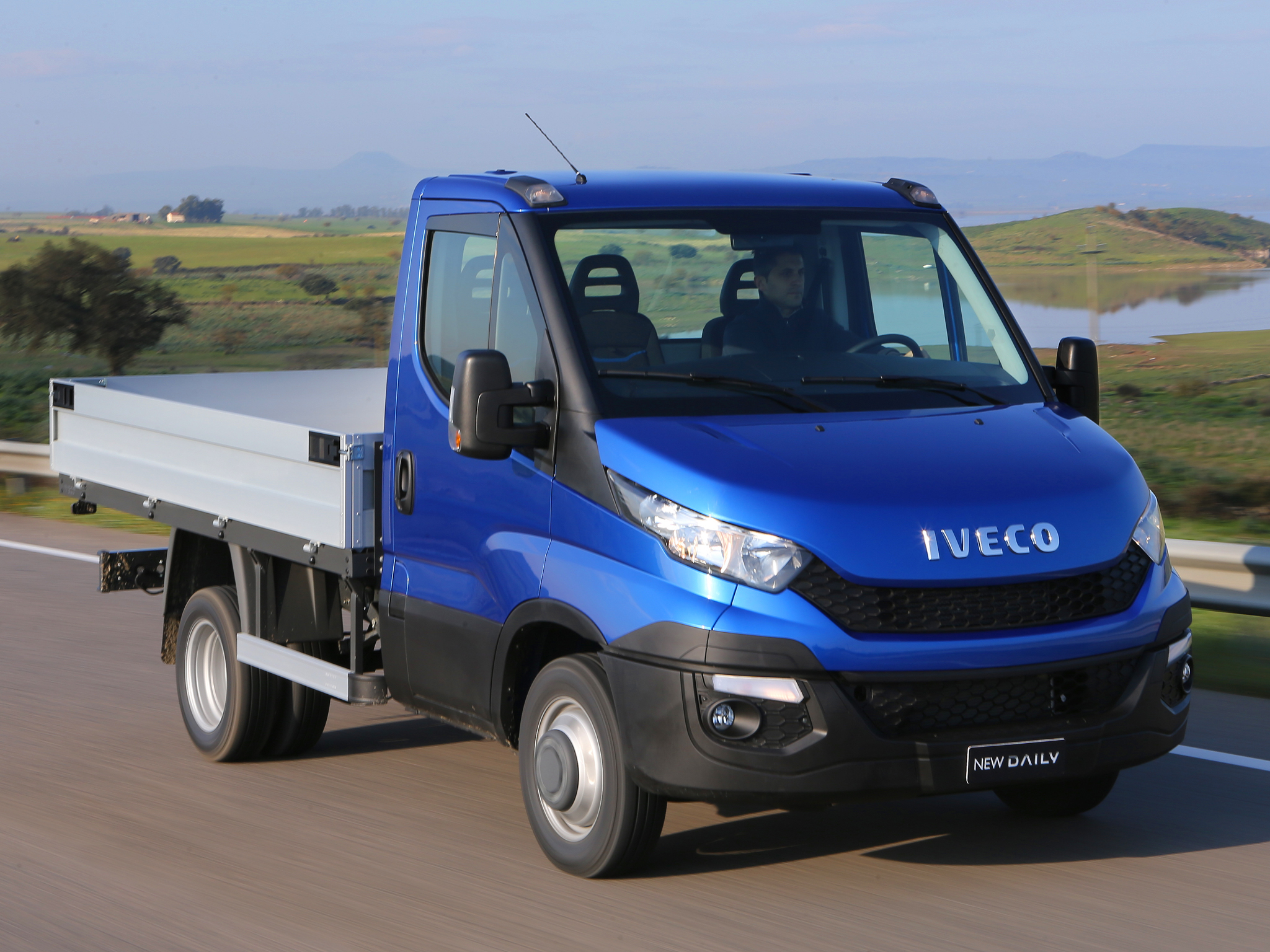 2014 - [Iveco] Daily - Page 3 Iveco-reveals-the-new-daily-for-2014-say-it-s-80-redesigned-photo-gallery_5