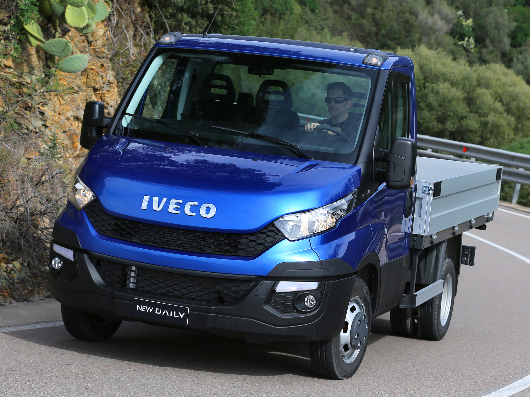 Iveco Reveals The New Daily For 2014 Say It S 80 Redesigned Photo Gallery 82153 on dump truck front