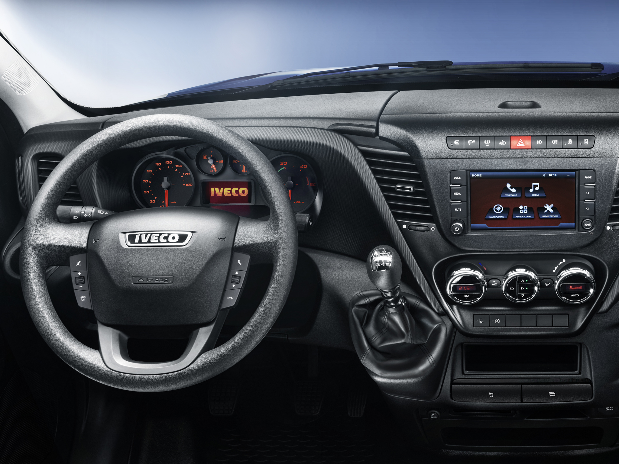 2014 - [Iveco] Daily - Page 3 Iveco-reveals-the-new-daily-for-2014-say-it-s-80-redesigned-photo-gallery_9