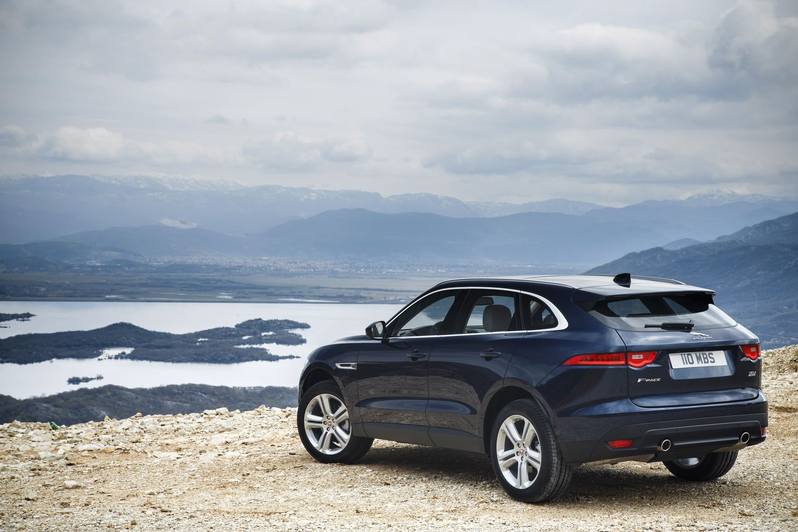 jaguar announces 240 hp twin turbo diesel for 2018 f pace xe and xf autoevolution. Black Bedroom Furniture Sets. Home Design Ideas