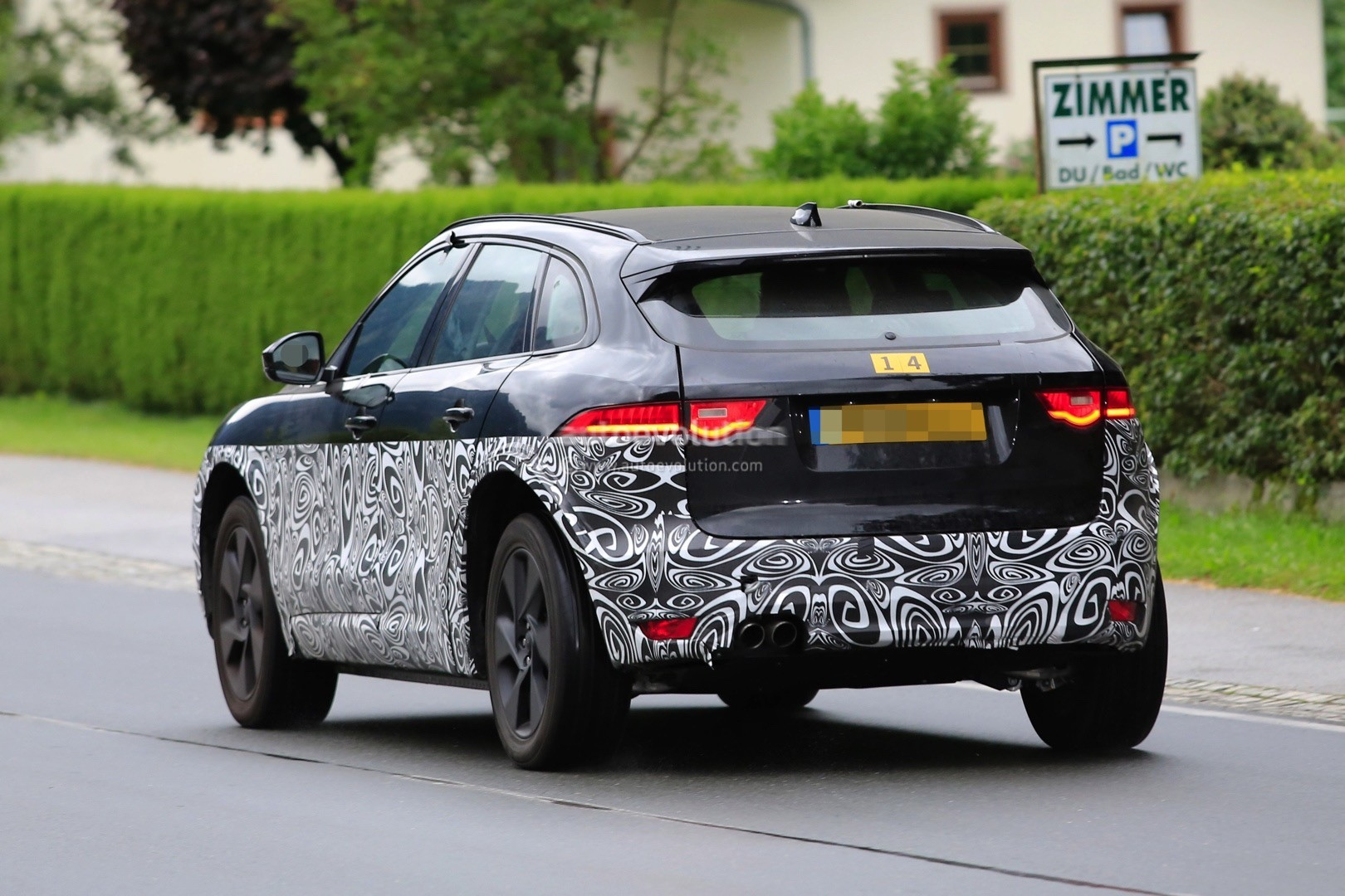jaguar electric suv spied f pace design cues galore autoevolution. Black Bedroom Furniture Sets. Home Design Ideas