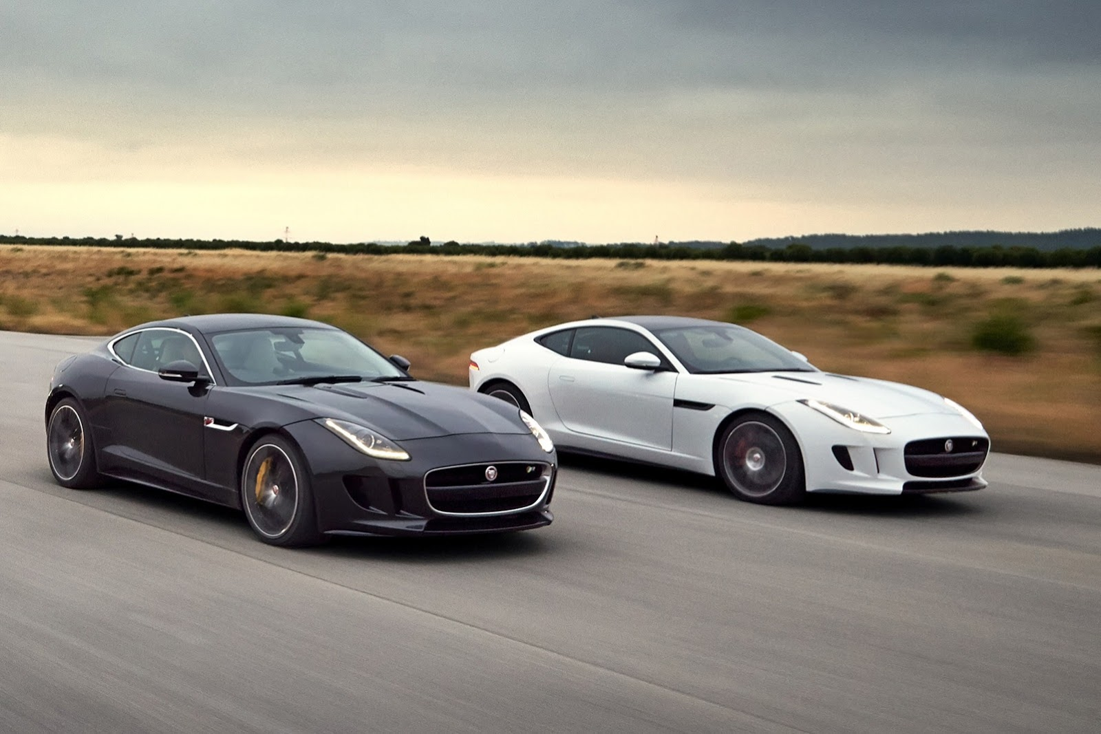 jaguar f type coupe revealed gets 550 hp engine video autoevolution. Black Bedroom Furniture Sets. Home Design Ideas