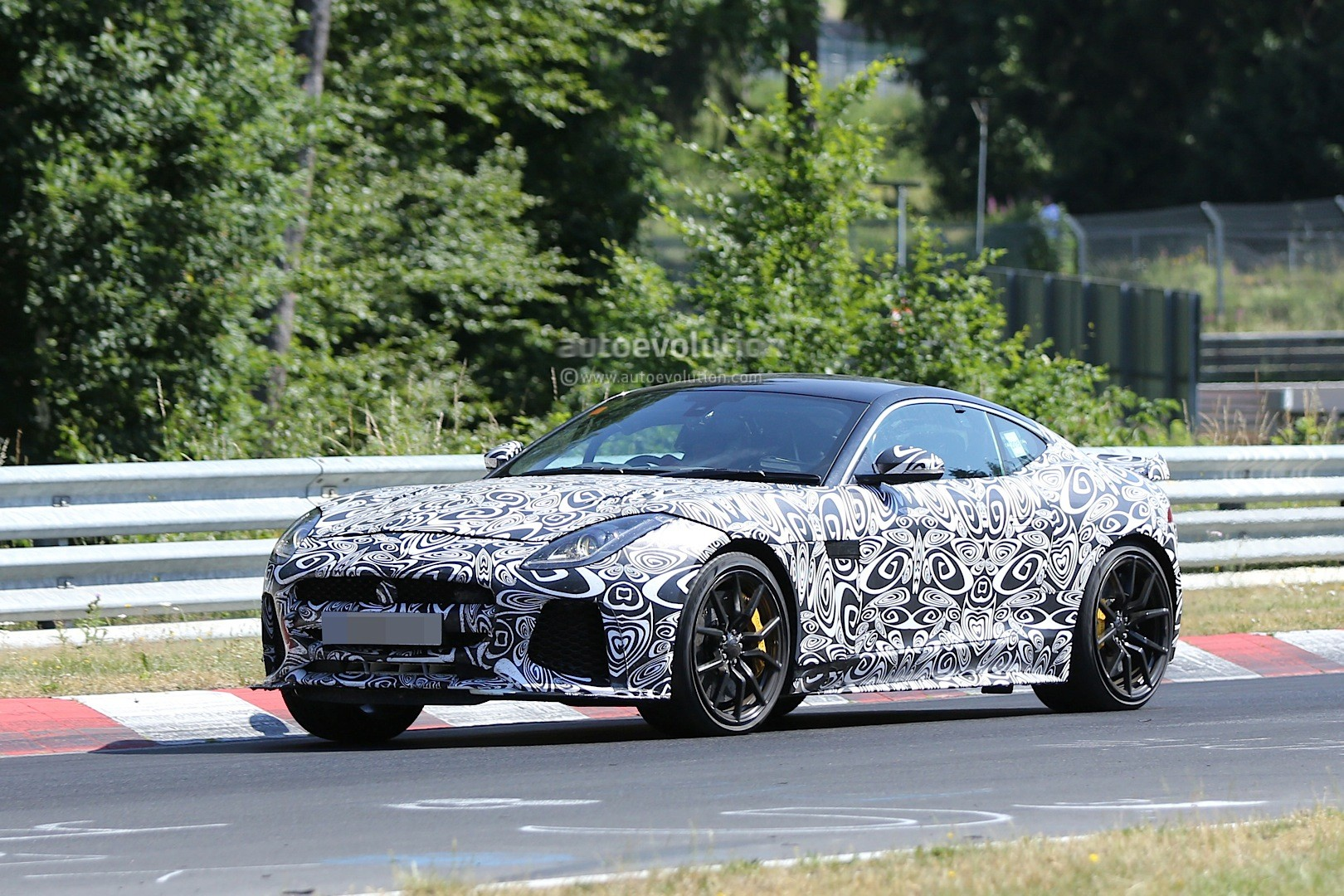 jaguar f type svr coupe seen with production body will have awd autoevolution. Black Bedroom Furniture Sets. Home Design Ideas