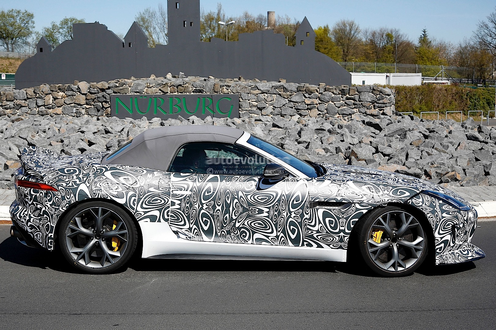 2012 - [Jaguar] F-Type - Page 13 Jaguar-spied-testing-hottest-f-type-yet-the-r-s_5
