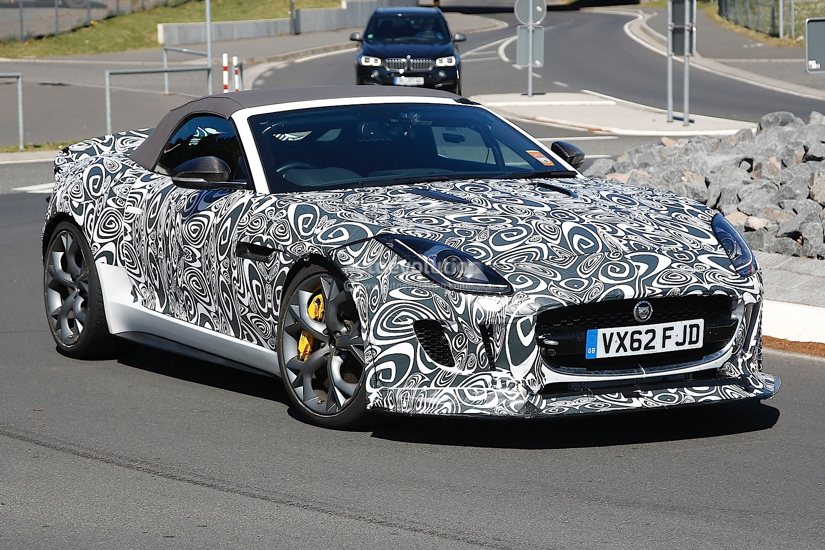 2012 - [Jaguar] F-Type - Page 13 Jaguar-spied-testing-hottest-f-type-yet-the-r-s_6