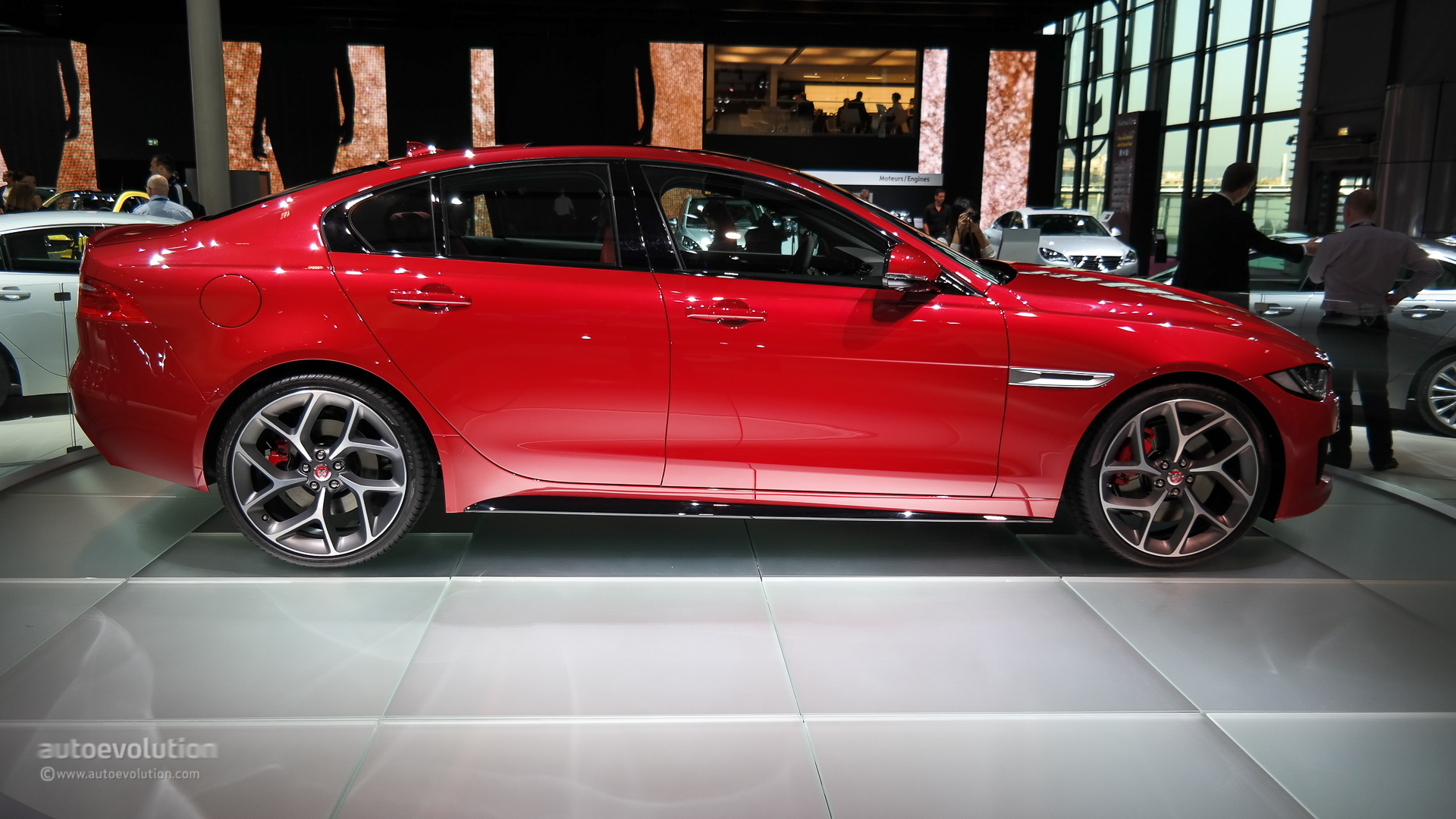 jaguar xe debuts at paris pricing announced ingenium engine lineup detailed live photos. Black Bedroom Furniture Sets. Home Design Ideas