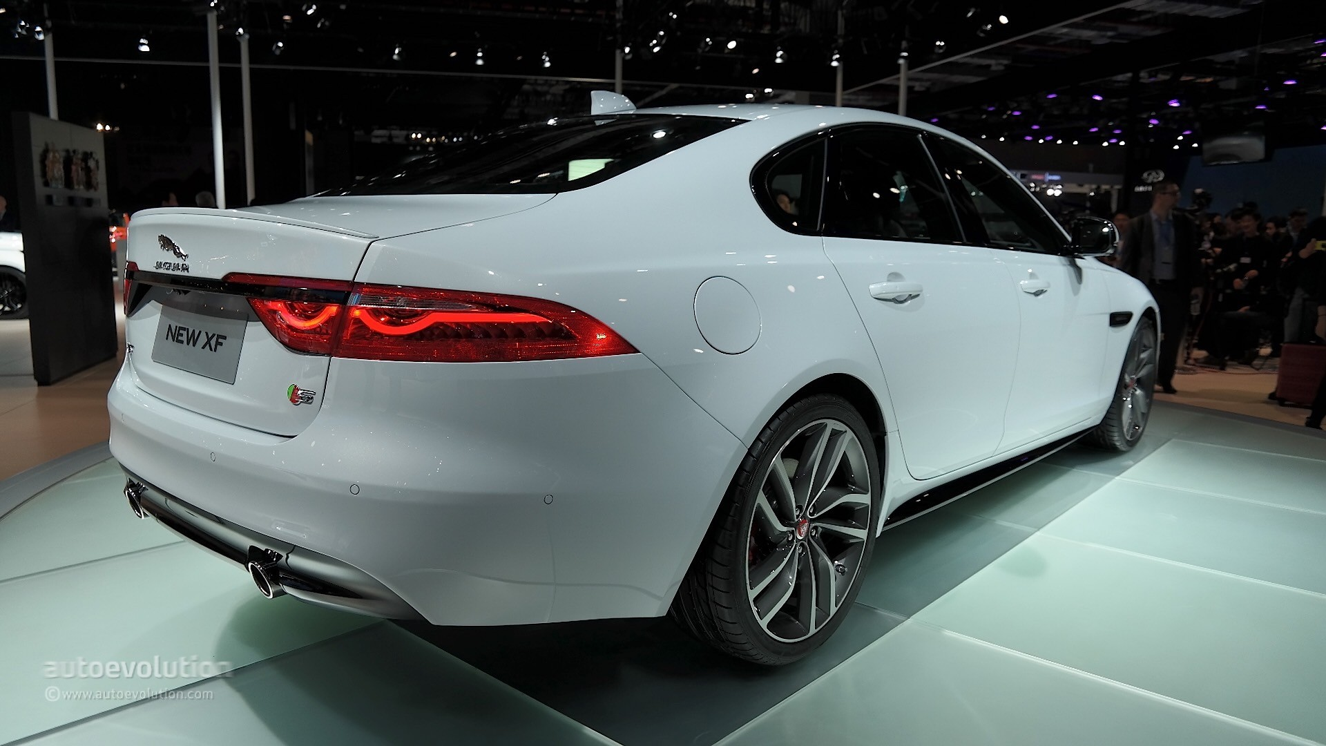 2015 jaguar xf adds new models higher base price autoevolution. Black Bedroom Furniture Sets. Home Design Ideas