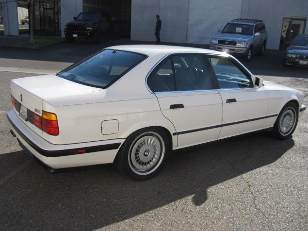 Jalopnik Helps You Pick A Bmw E34 M5 Autoevolution