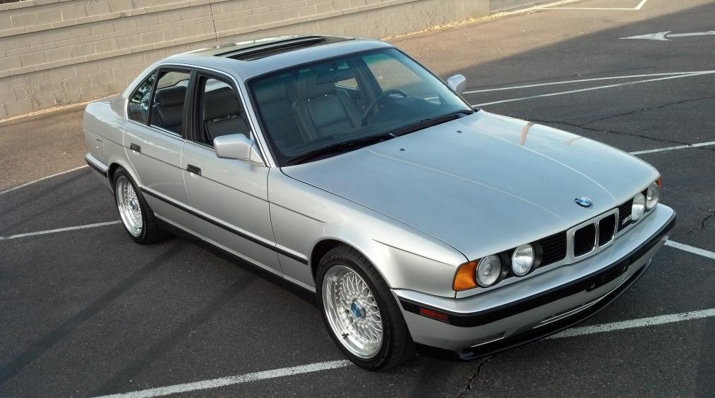 Jalopnik Helps You Pick a BMW E34 M5 - autoevolution