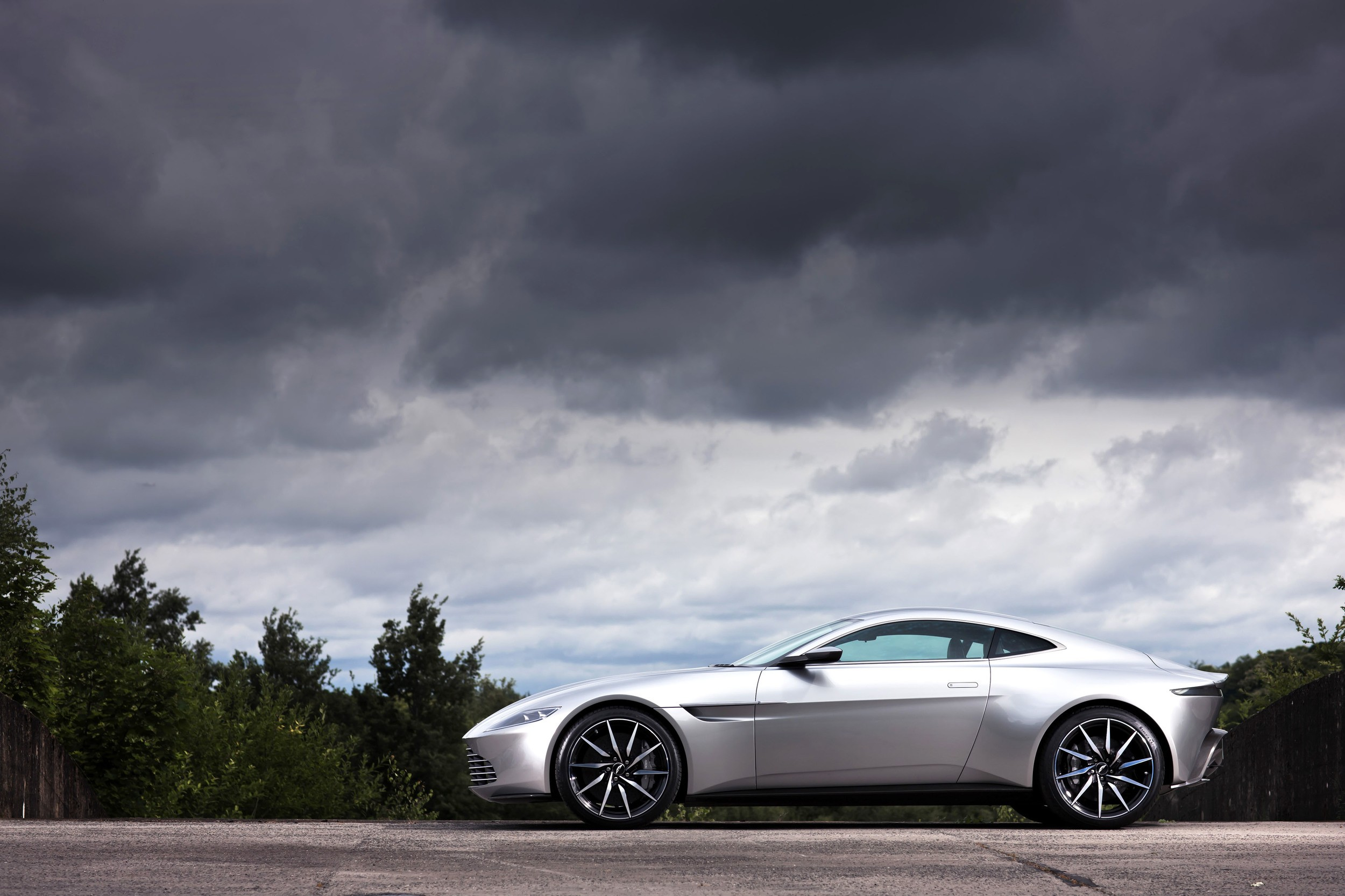 James Bond Bids Farewell To The Aston Martin Db Sold At Auction For M