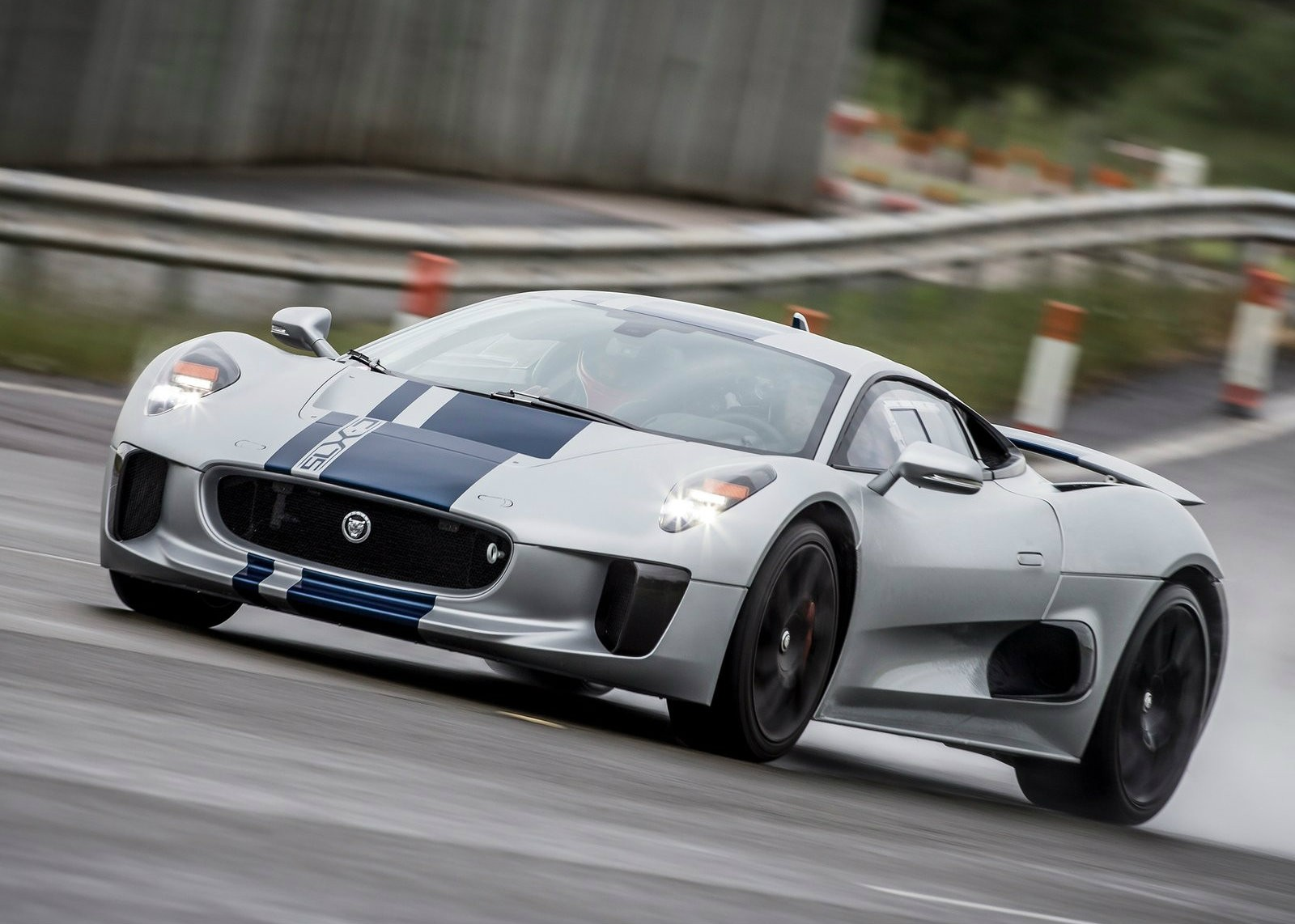 James Bond Spectre To Star Jaguar C X75 It S The Baddie S