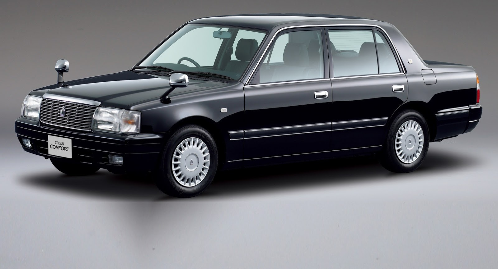 Japanese classic toyota crown gets updated autoevolution 2014 toyota crown swarovskicordoba Images