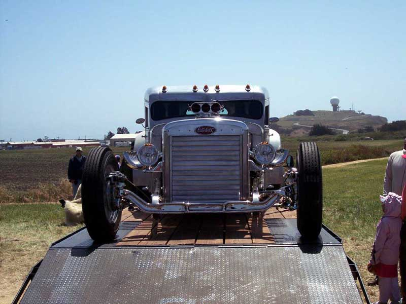 Jay leno checks out blastone s two stroke diesel peterbilt truck autoevolution