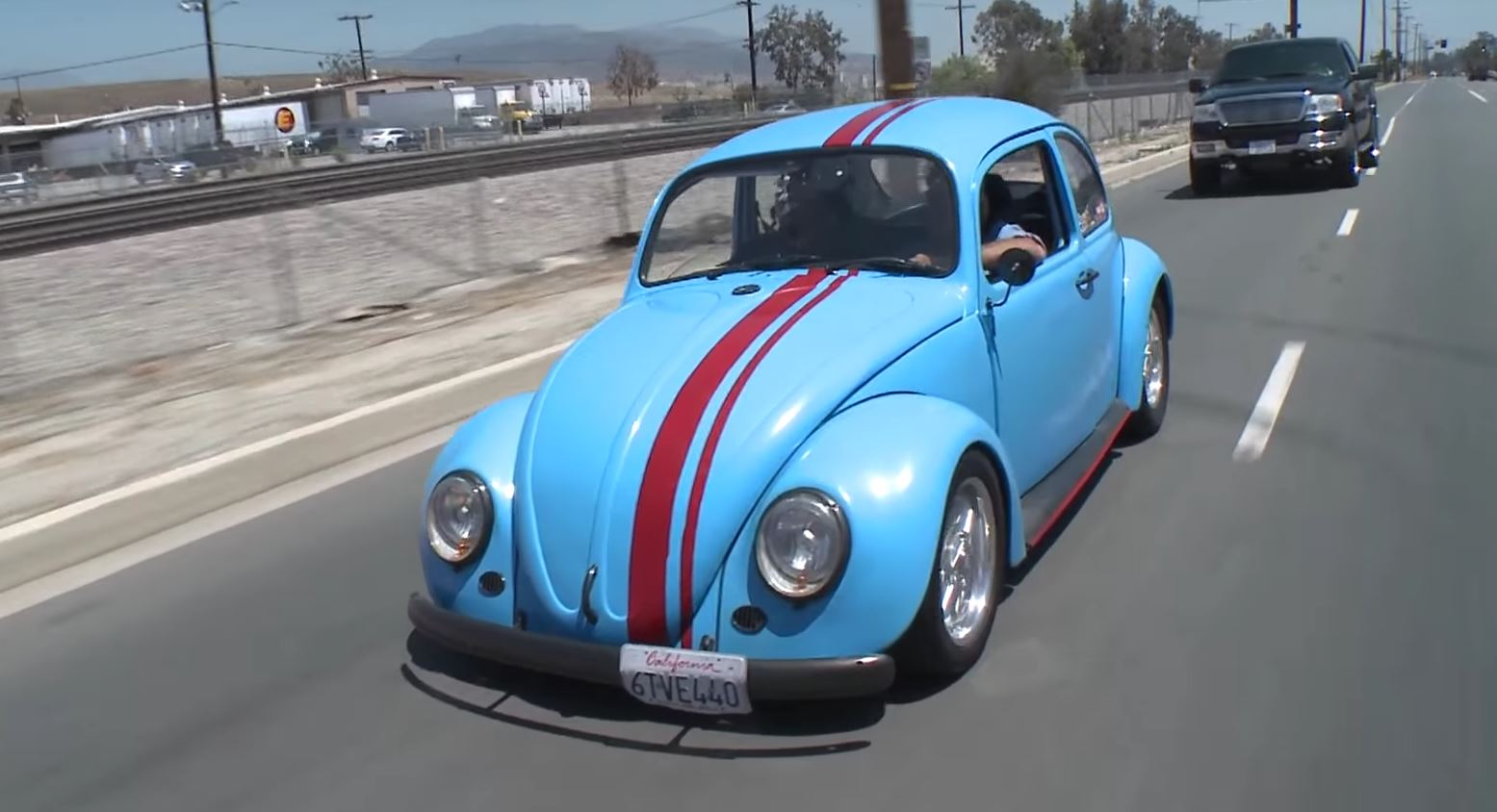 Jay Leno Checks out VW Beetle with RX-7 Rotary Engine - autoevolution