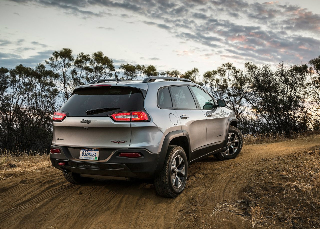 2014 jeep cherokee reviewed by consumer reports autoevolution. Black Bedroom Furniture Sets. Home Design Ideas