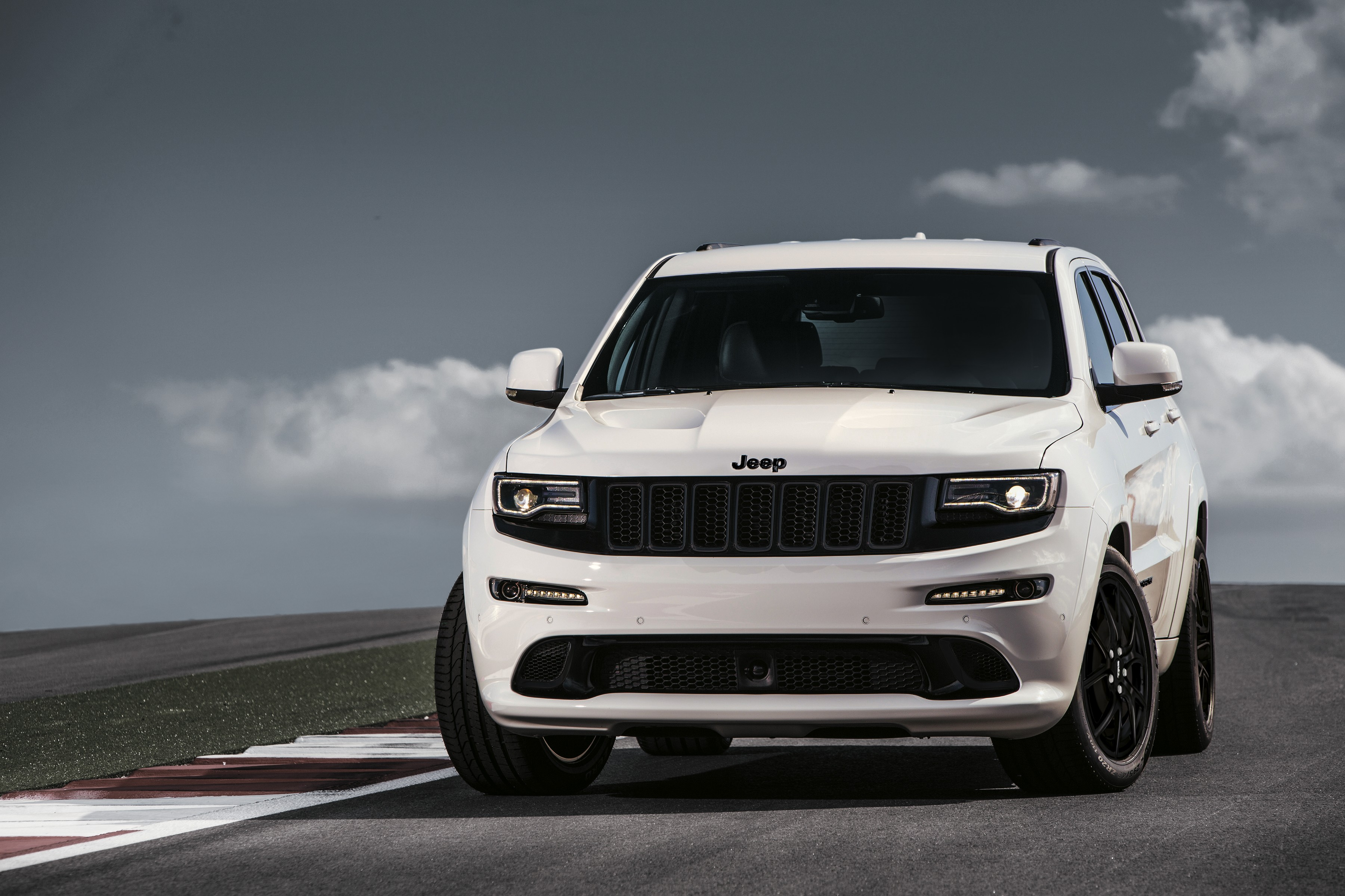 Jeep C Suv >> Jeep Grand Cherokee Lineup Grows With SRT Night Edition In the United Kingdom - autoevolution
