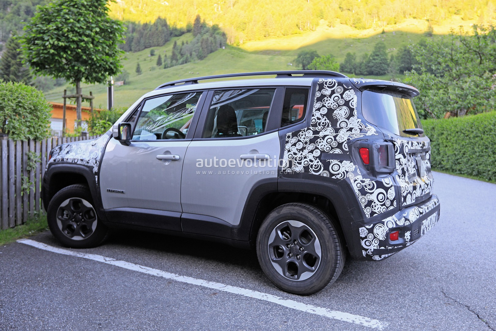 Jeep Renegade PHEV Coming In 2020 - autoevolution