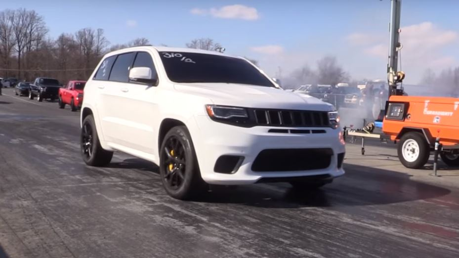 Jeep Trackhawk Mom Hits Drag Strip Sets 11 4s 1 4 Mile Record