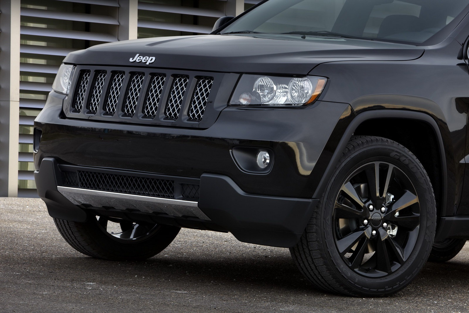 Jeep Unveils Nameless All Black Jeep Grand Cherokee on 2016 Jeep Renegade Engine