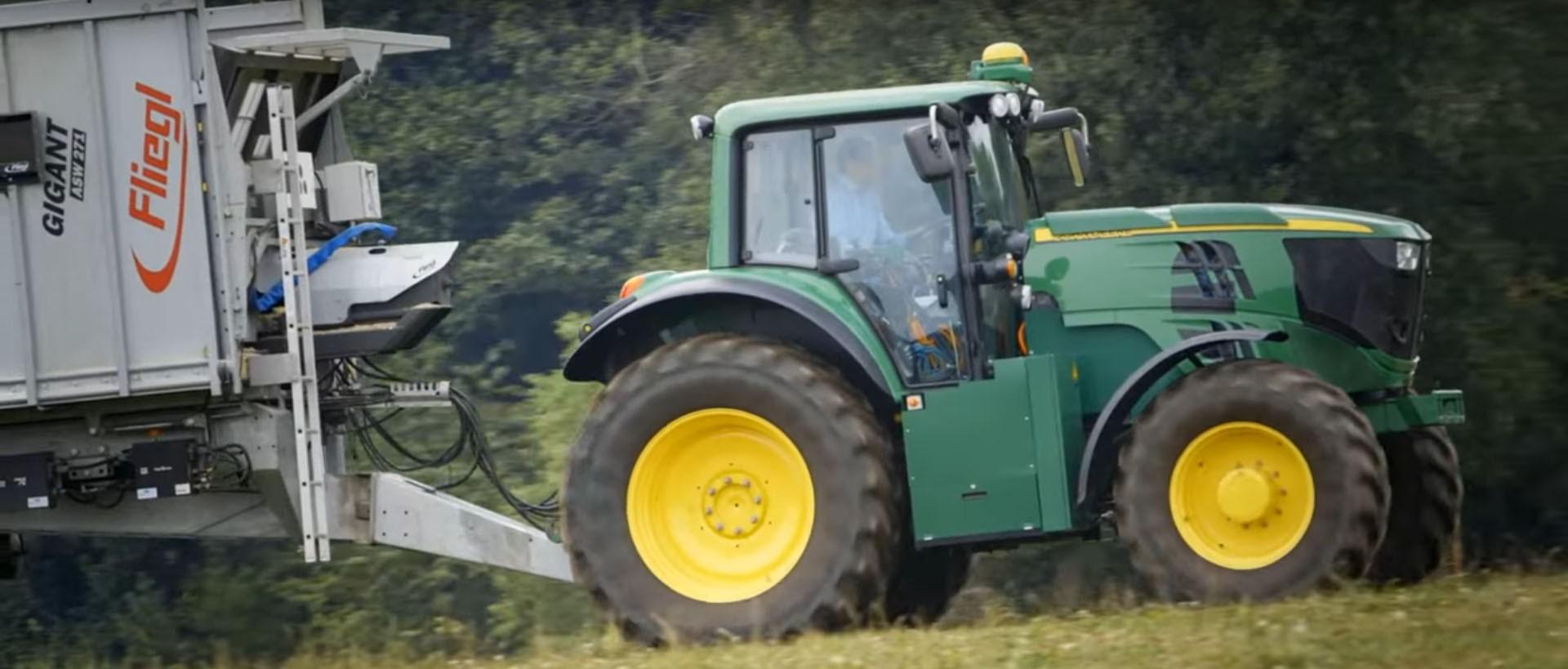 John Deere Tractor Shows : John deere reveals hp battery powered tractor for