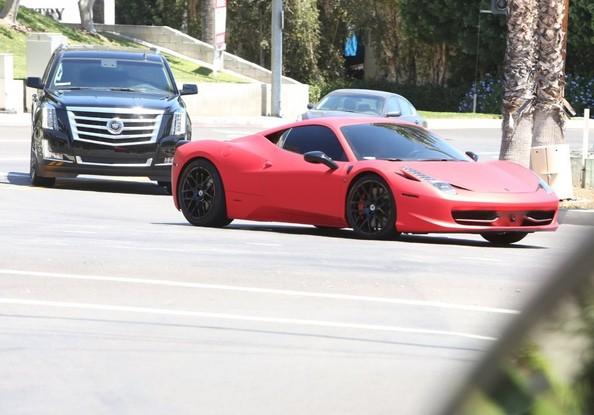 Justin Bieber Gives Selena Gomez A Ride Back Home In His Ferrari Italia on Ferrari 458 Italia