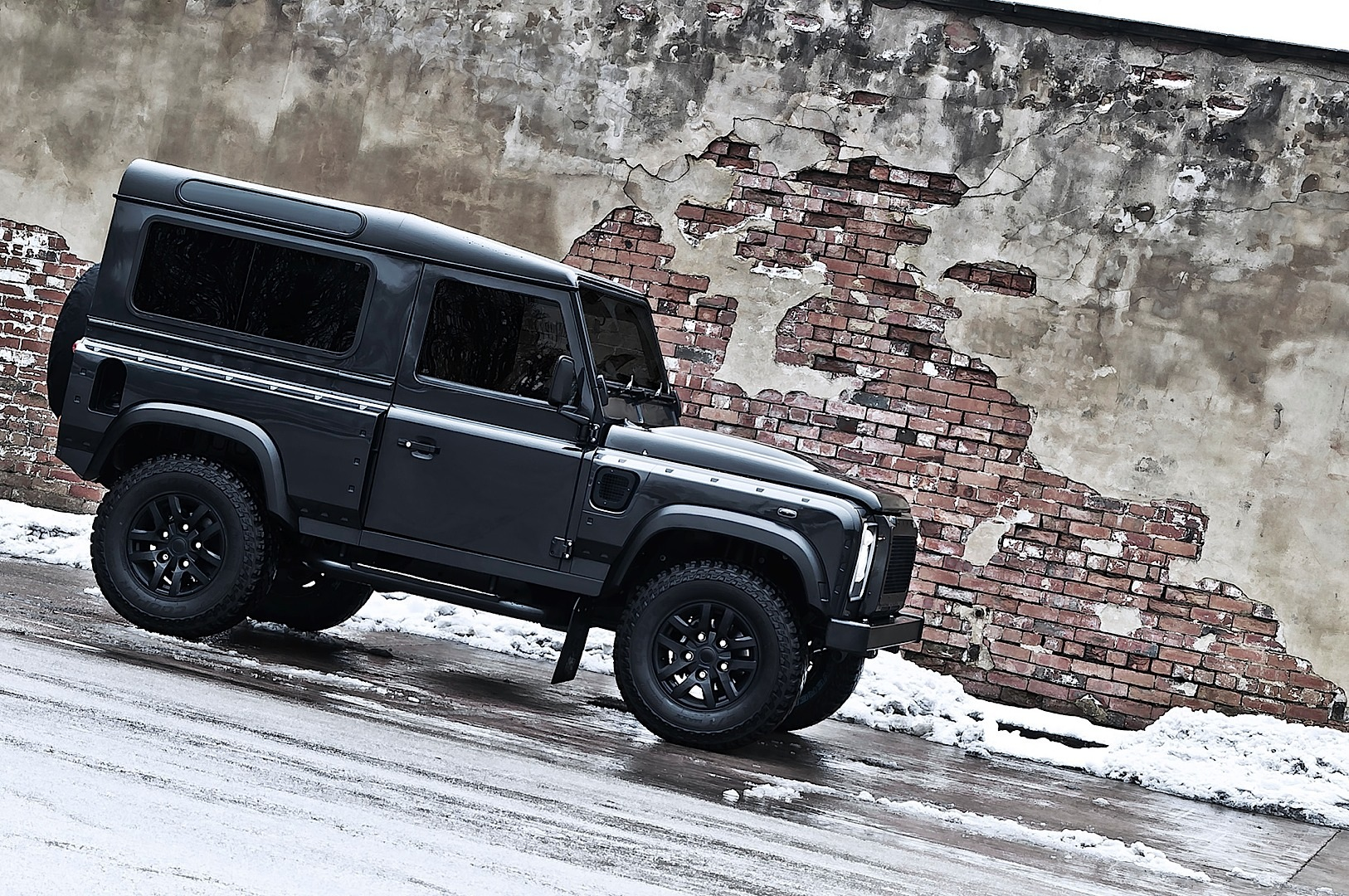 Kahn Land Rover Defender Military Edition with Wide Body ...
