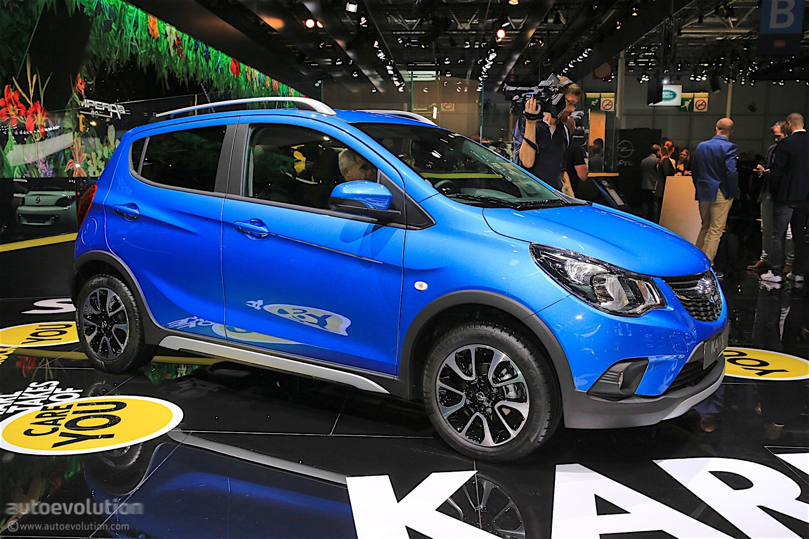 Opel Karl Rocks Was Unveiled In Paris It S A Crossover