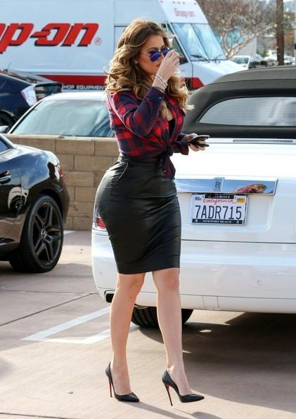 khloe kardashian seen driving a rollsroyce phantom