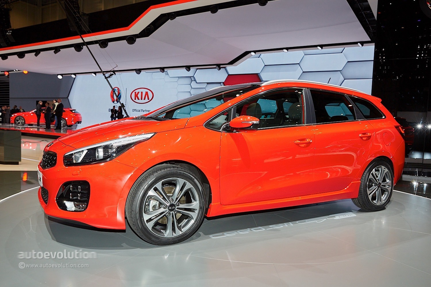 kia cee 39 d in gt line guise is a cinderella in geneva autoevolution. Black Bedroom Furniture Sets. Home Design Ideas