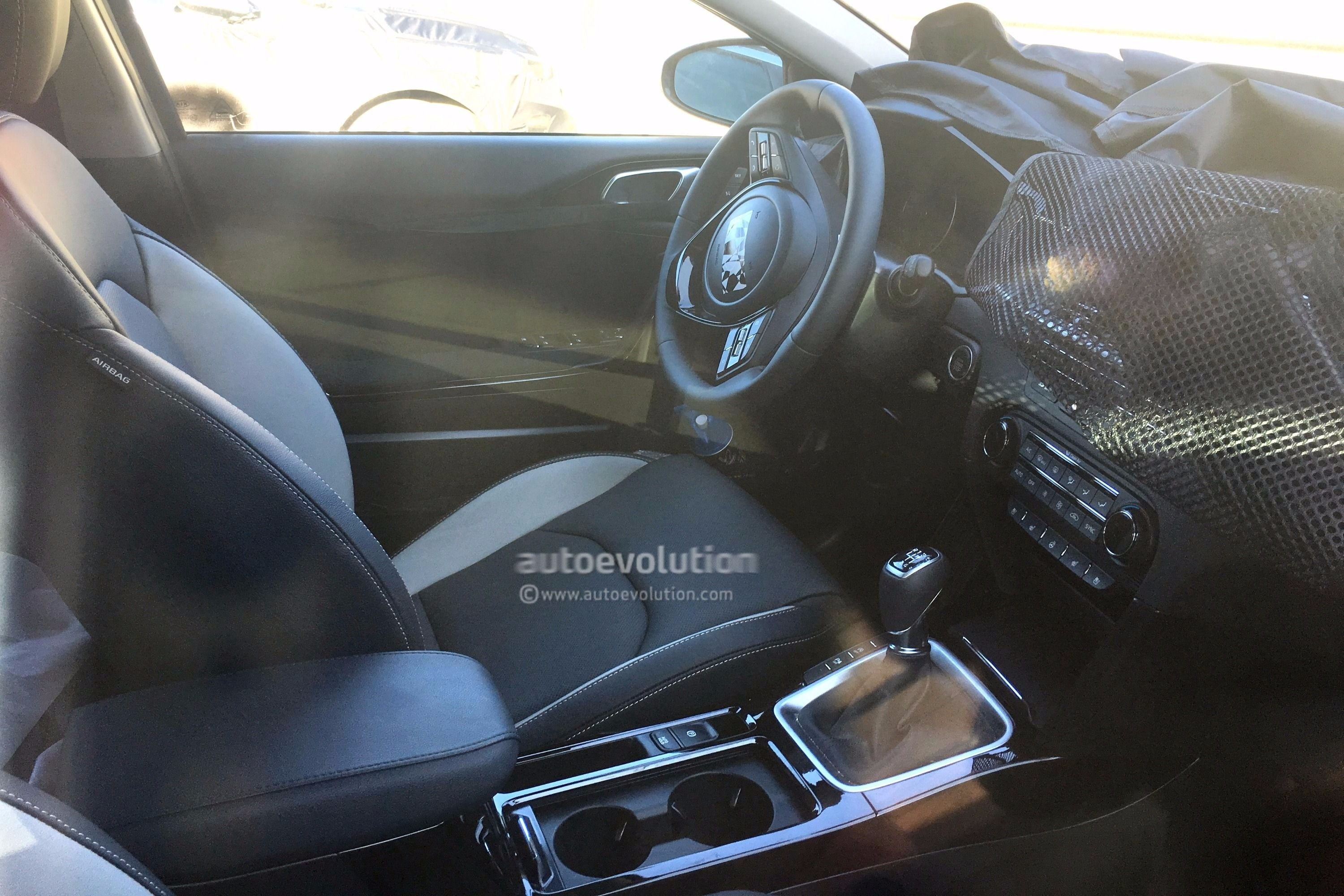 spyshots 2018 kia cee d caught testing in sunny spain. Black Bedroom Furniture Sets. Home Design Ideas