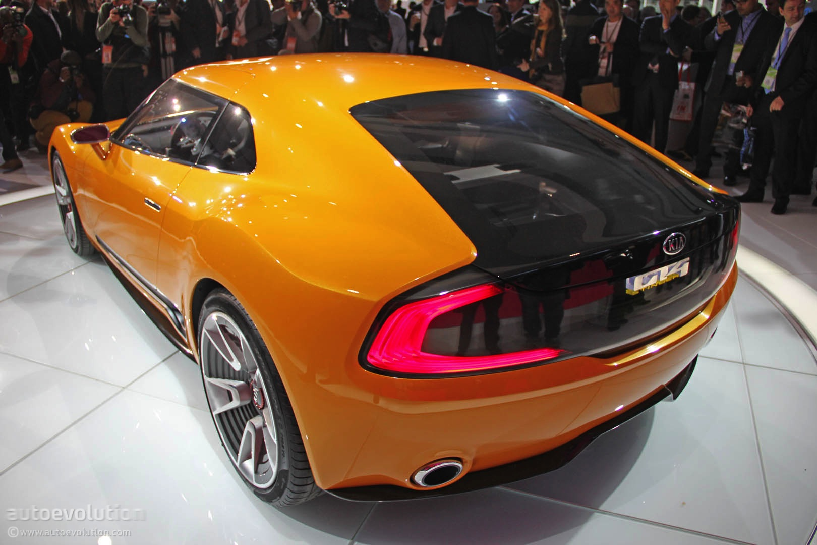 Three Wheel Car >> Kia GT4 Stinger Concept Is a Sexy Korean Toyobaru [Live Photos] - autoevolution