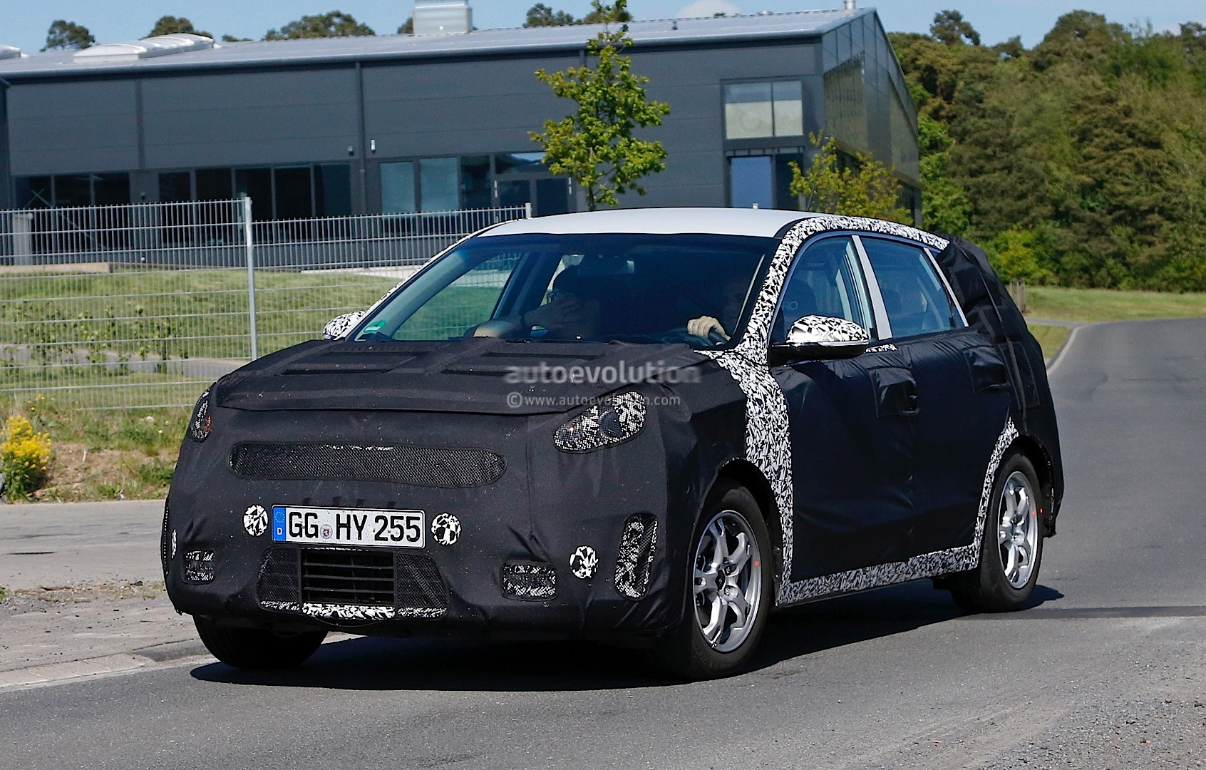 2016 - [Kia] Niro  Kia-kx3-niro-prototype-spied-in-germany-photo-gallery_10