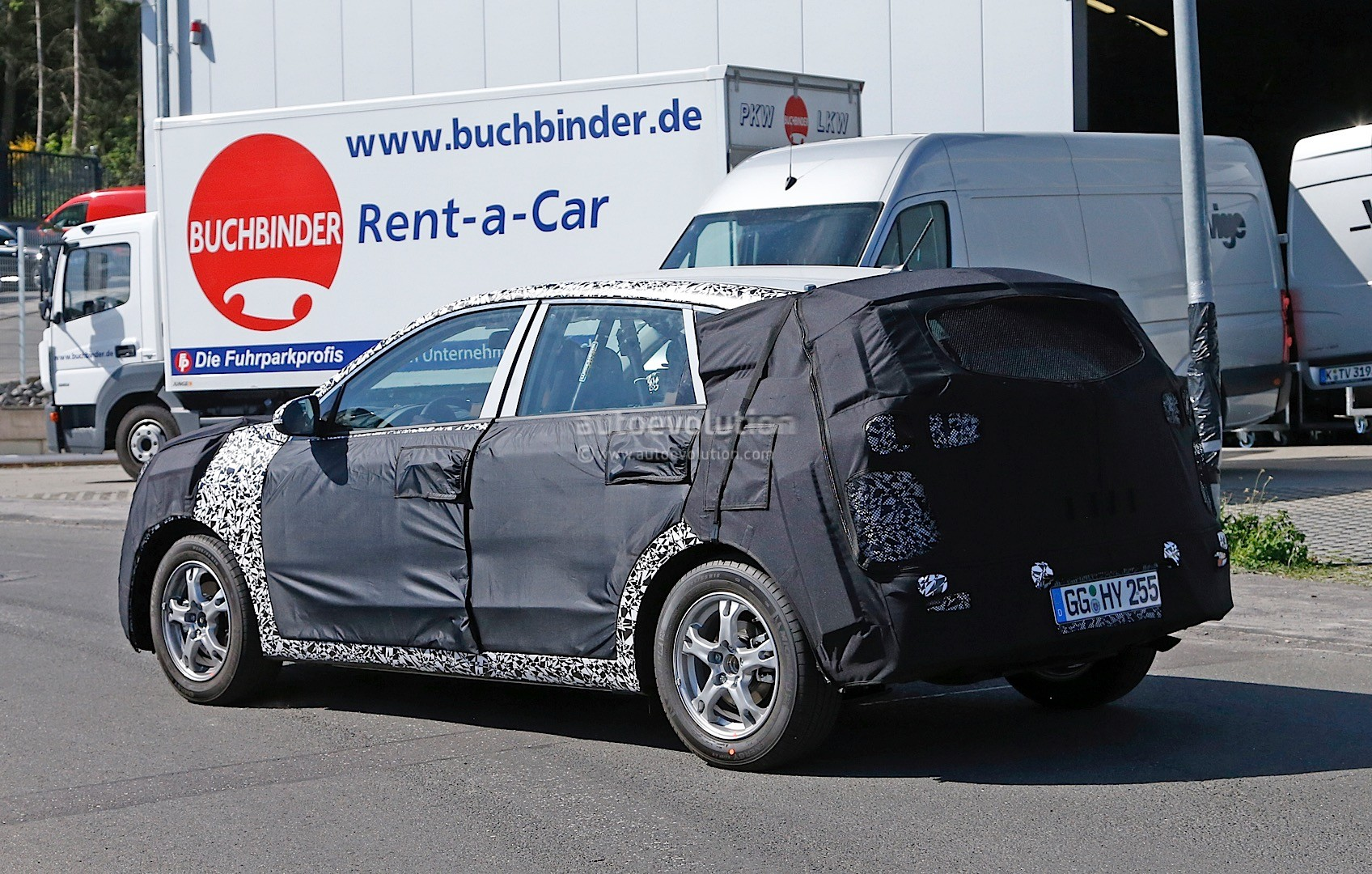 2016 - [Kia] Niro  Kia-kx3-niro-prototype-spied-in-germany-photo-gallery_15