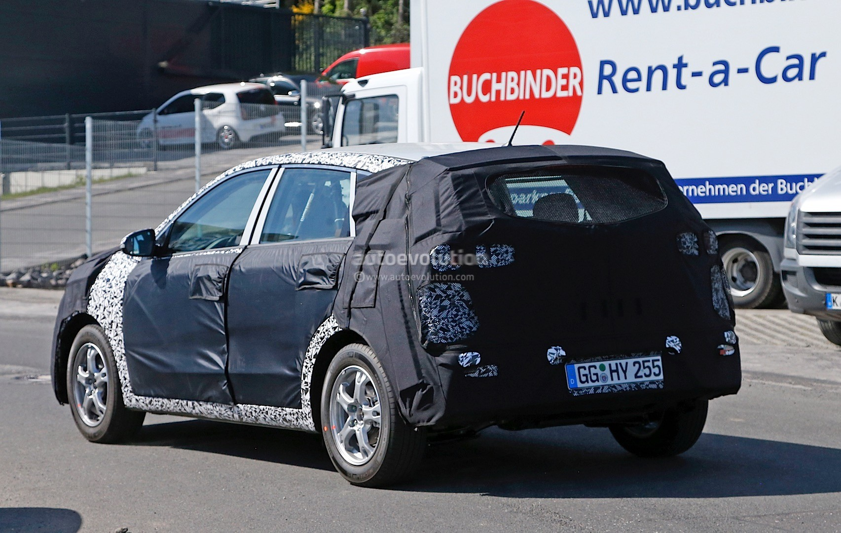 2016 - [Kia] Niro  Kia-kx3-niro-prototype-spied-in-germany-photo-gallery_16
