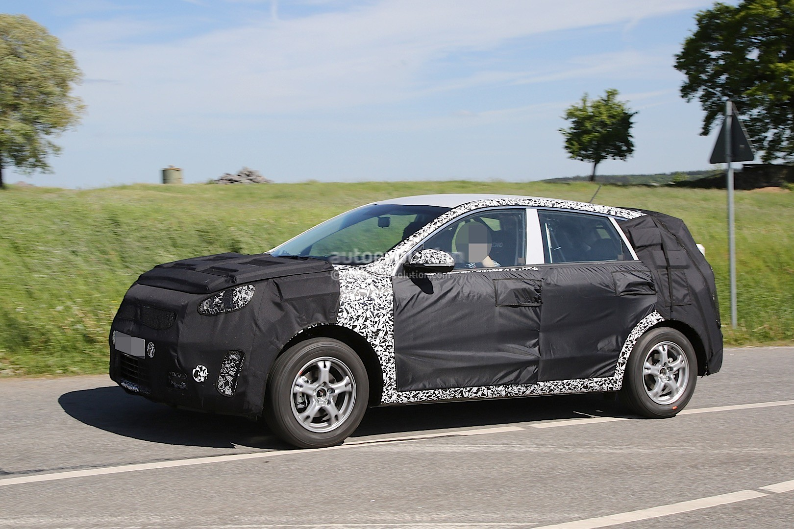 2016 - [Kia] Niro  Kia-kx3-niro-prototype-spied-in-germany-photo-gallery_3