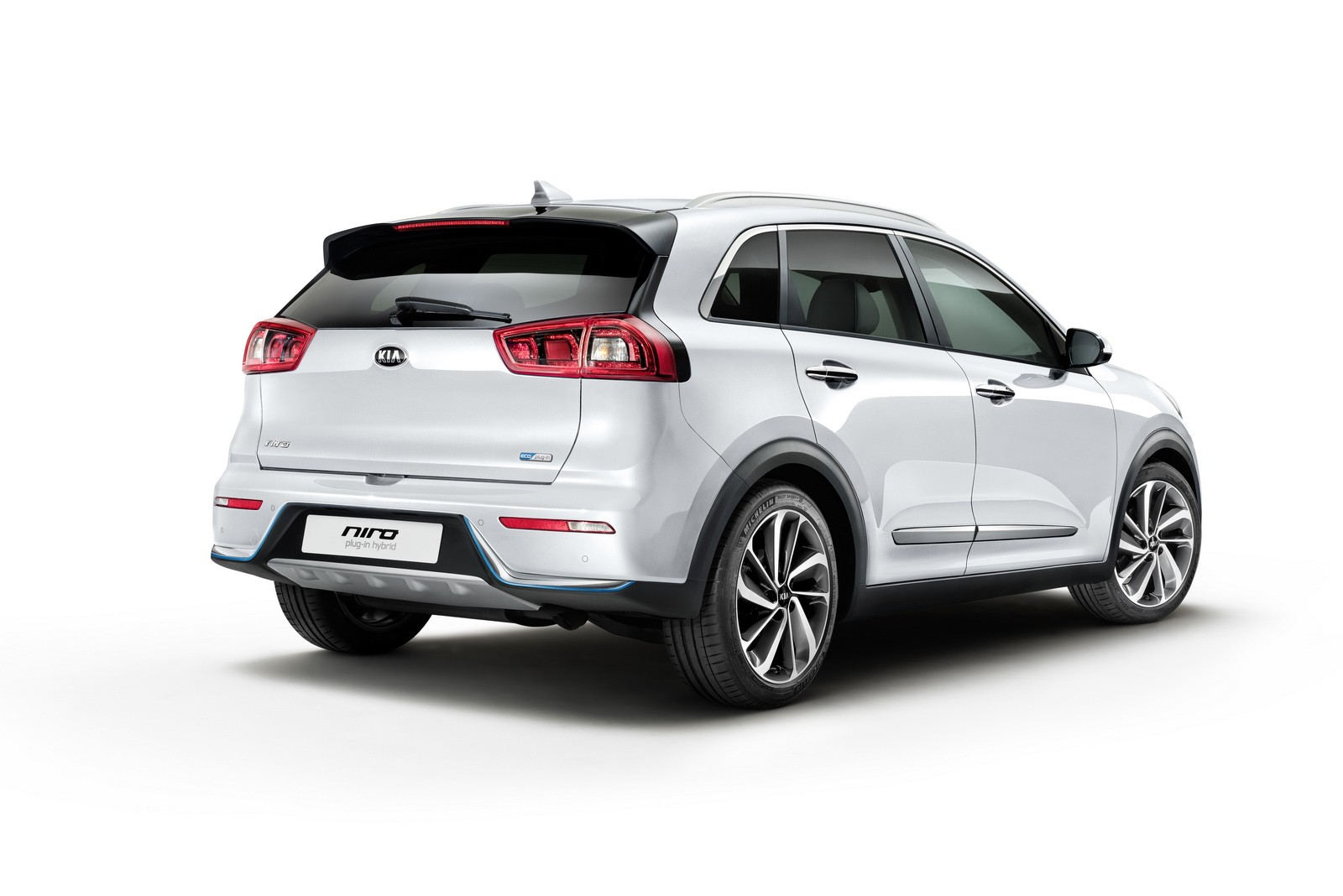 2018 kia niro plug in hybrid goes official packs 8 9 kwh battery autoevolution. Black Bedroom Furniture Sets. Home Design Ideas