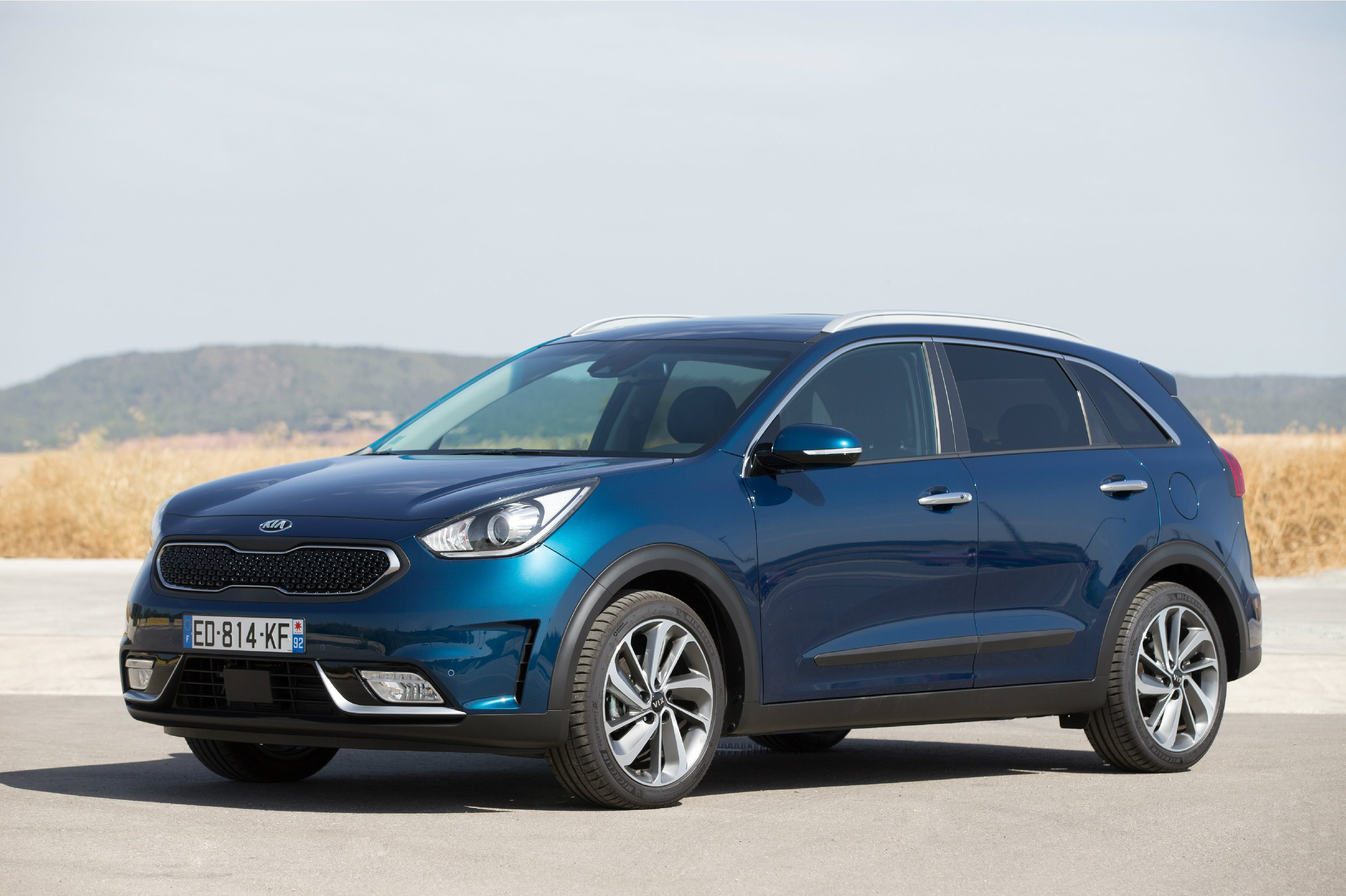 2017 kia niro priced in europe autoevolution. Black Bedroom Furniture Sets. Home Design Ideas