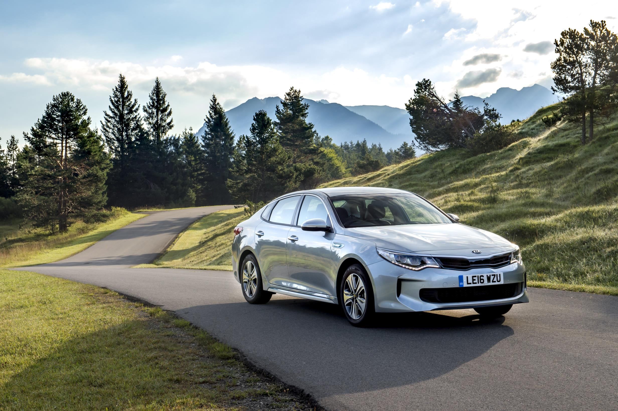 kia uk prices optima sportswagon optima plug in hybrid autoevolution. Black Bedroom Furniture Sets. Home Design Ideas