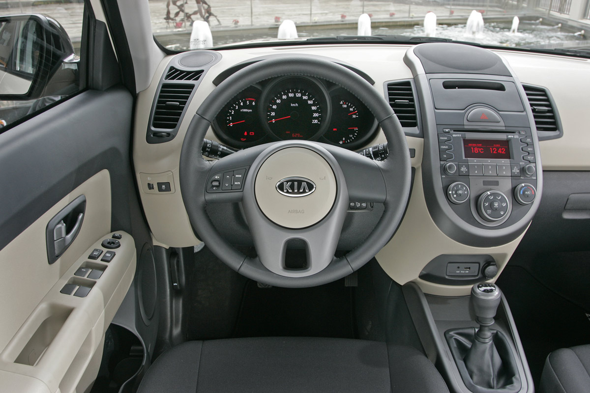 Kia soul prices start at 13 300 autoevolution for Interieur voiture