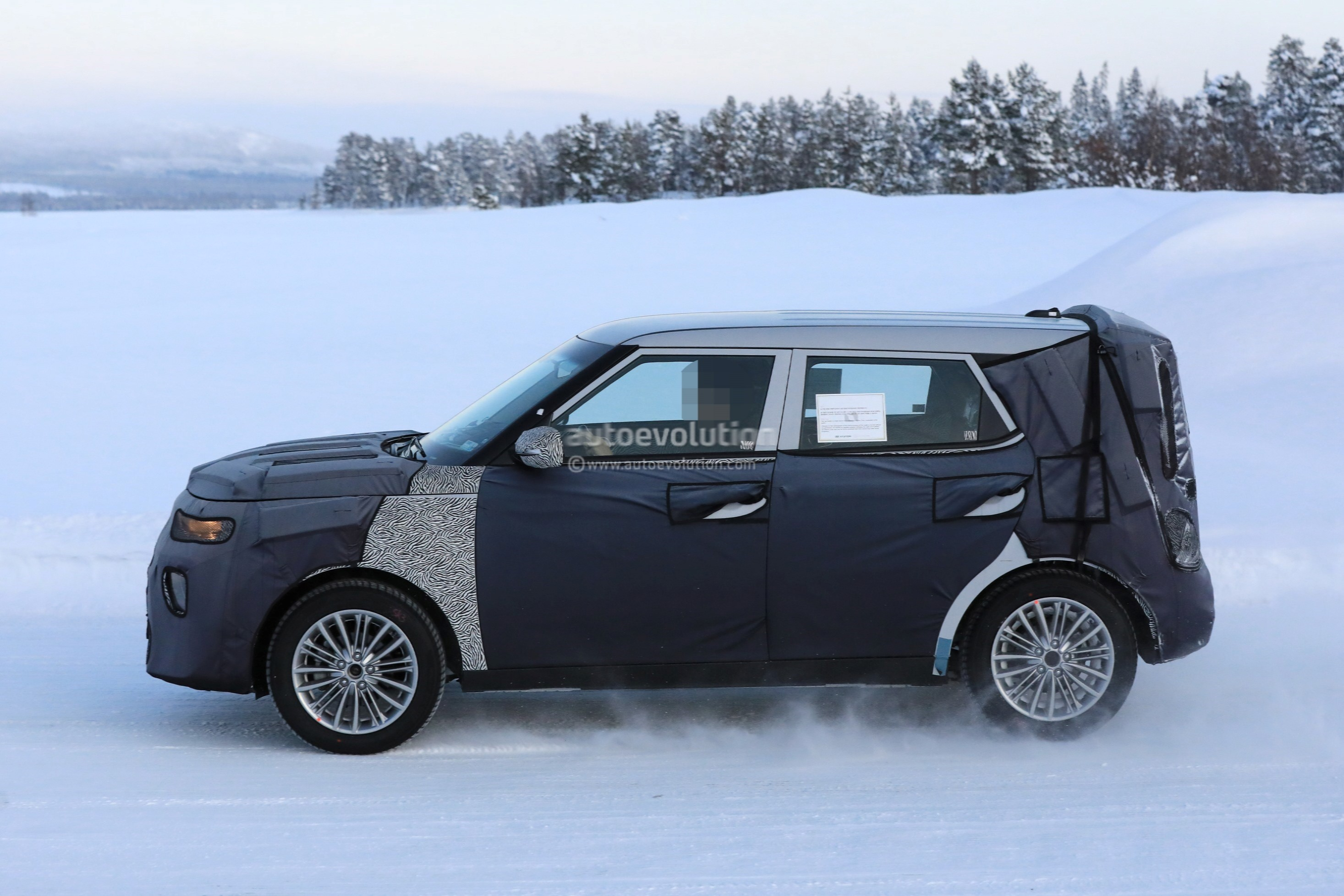 Spyshots: 2020 Kia Soul Looks Even Boxier Than Before ...