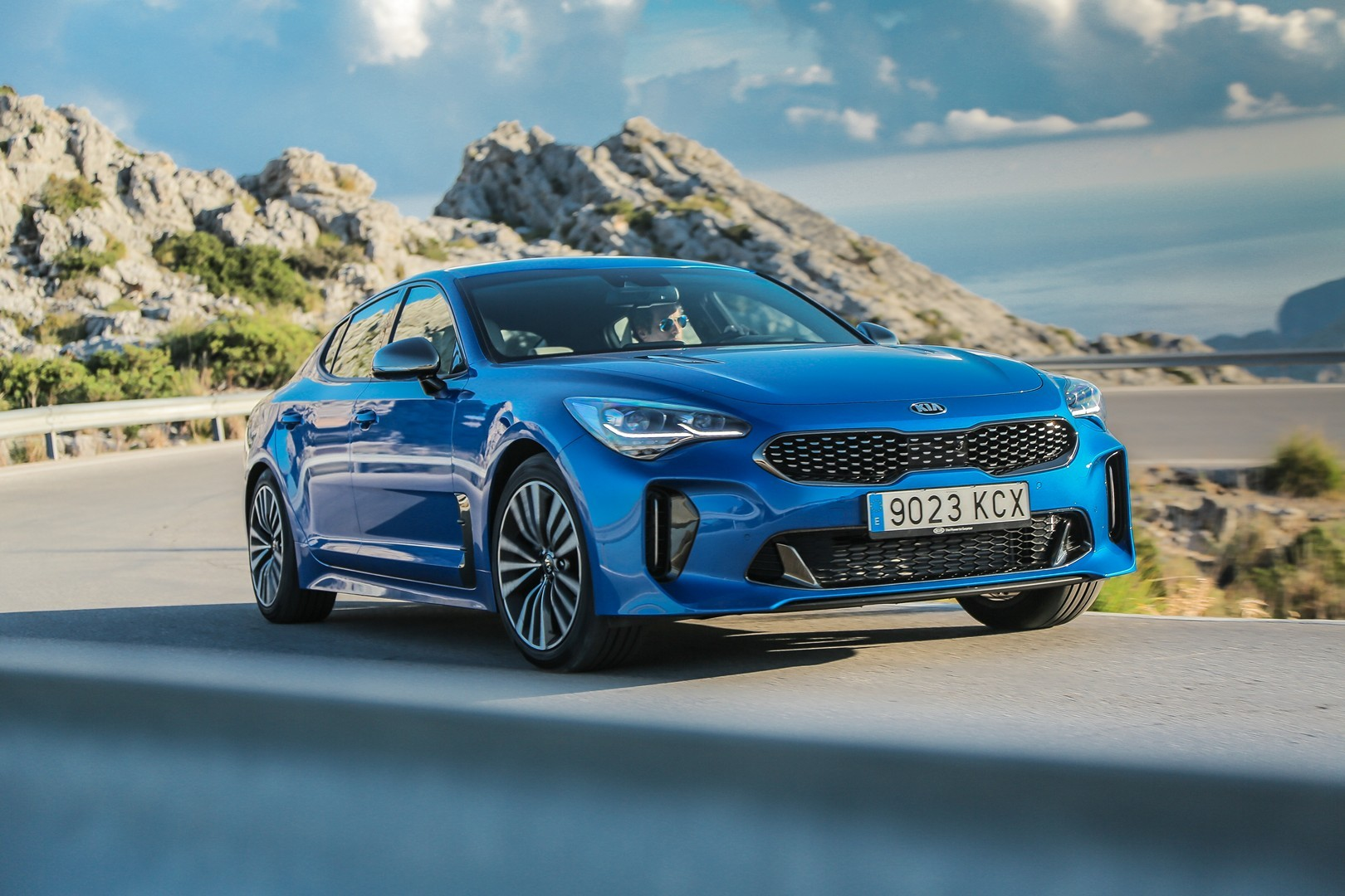 kia stinger diesel is still very sexy in official videos and photos autoevolution. Black Bedroom Furniture Sets. Home Design Ideas