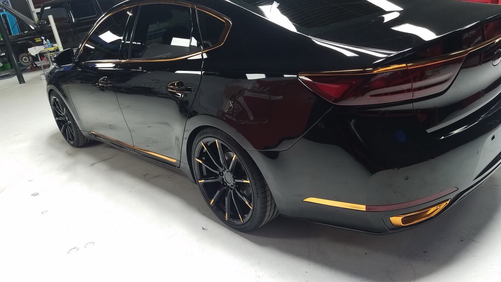 Kia Stinger Gt And Cadenza Tuning Projects Debut At Sema With Wcc S Help Autoevolution