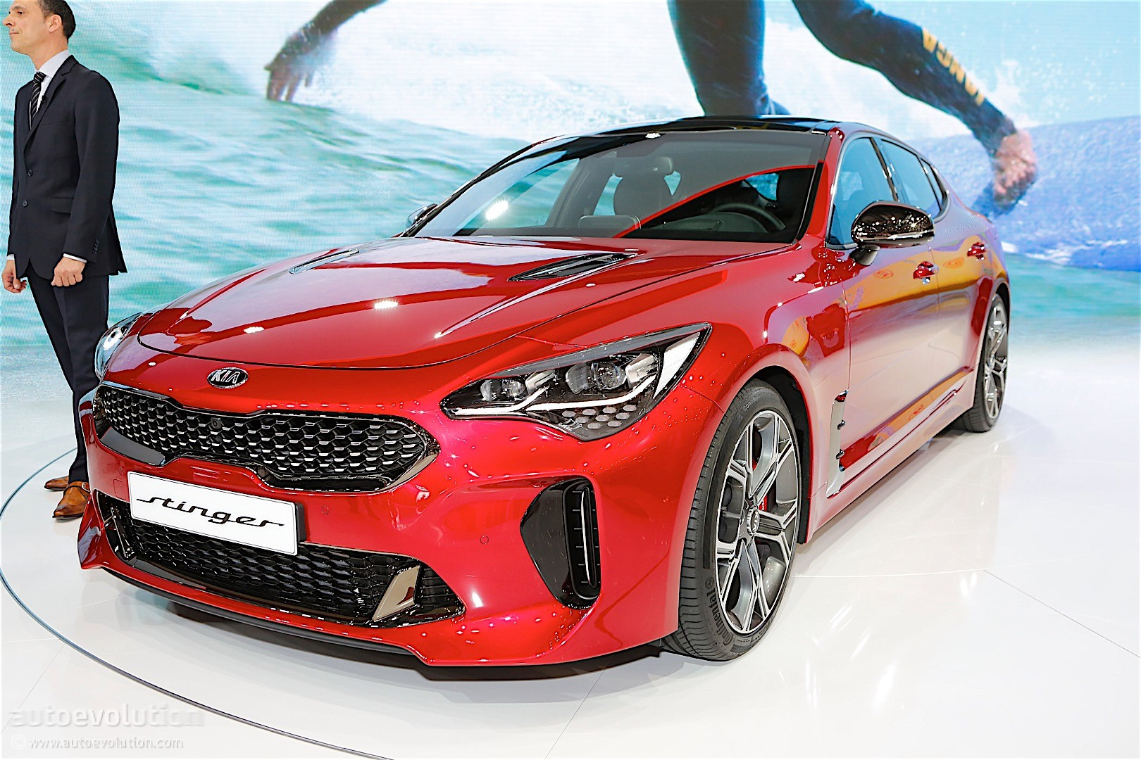 kia stinger gt mph seconds km hits arrives geneva stunning autoevolution