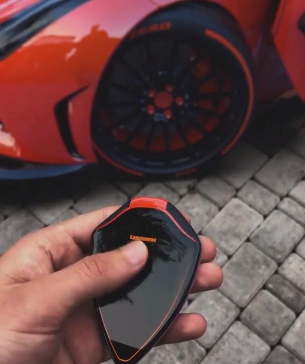 Koenigsegg Smart Key Concept Has A Touchscreen Can Control Music