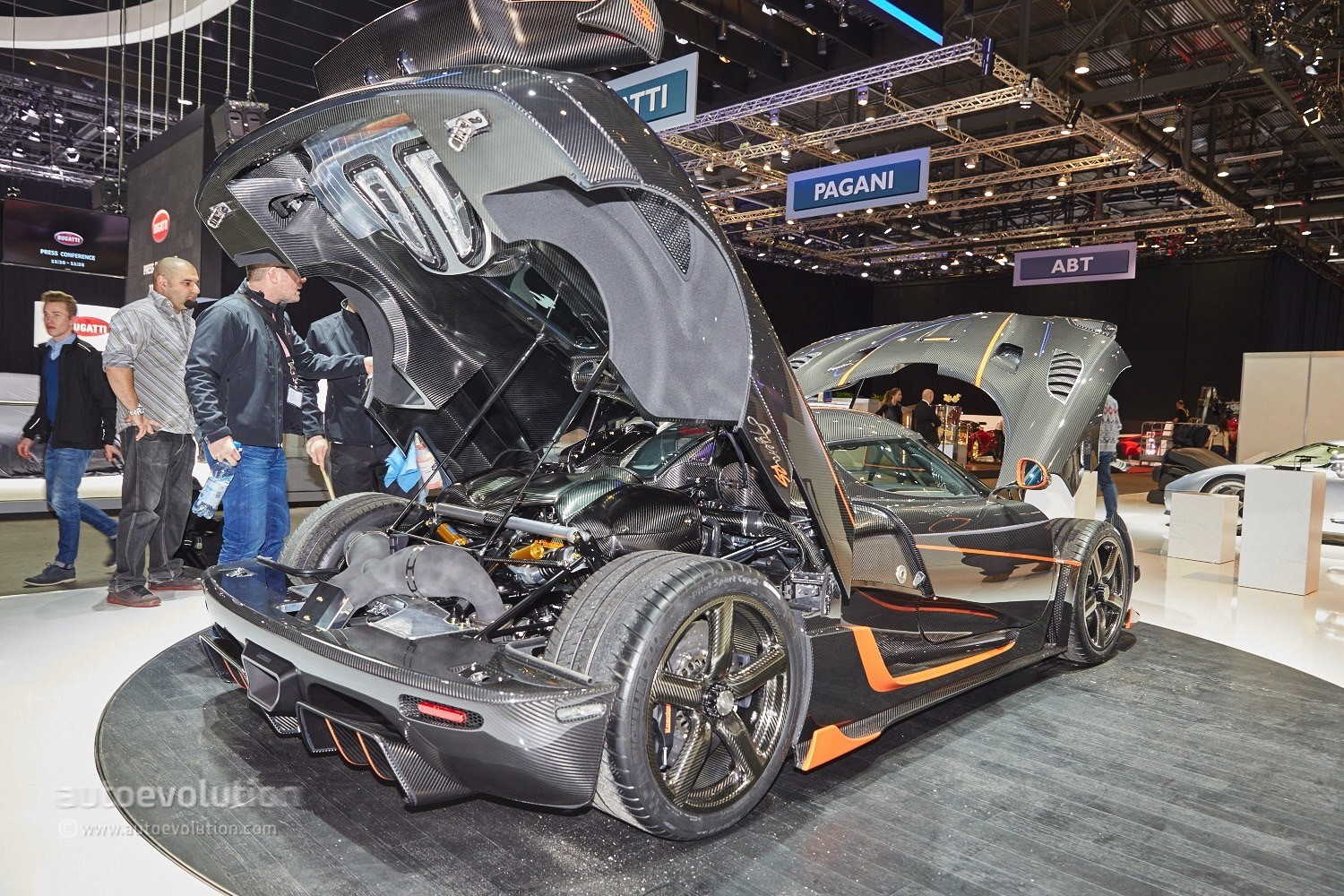 Koenigsegg Signs Up Dealerships In America First